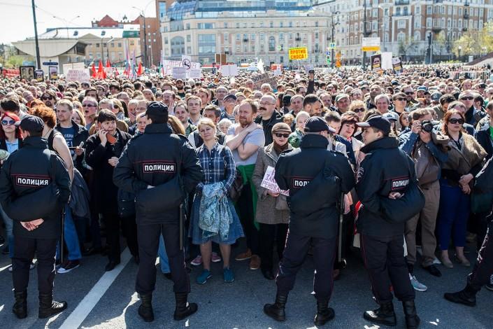 Угроза применения силовых мер к митингующим