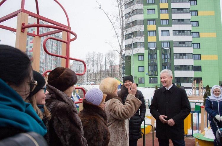 Мэр Москвы на митинге жителей ответил на их вопросы